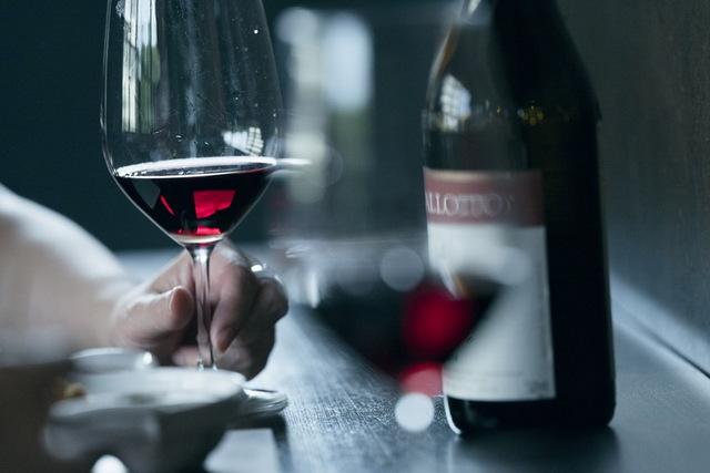 ビストロ風、さざえのフライに赤ワイン