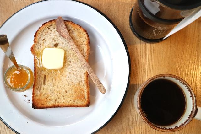 夫婦でつくる、パンと器のおいしい関係