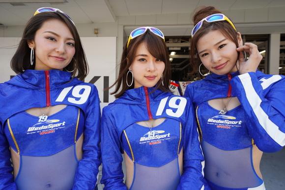 スーパーGT第3戦写真特集 鈴鹿のレースと華やかなピット