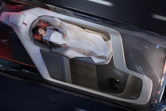 ライバルは短距離飛行機 ボルボが提案する未来の車