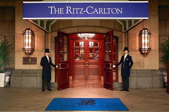憧れのリッツカールトン大阪 豪華ディナーと夏の夜の誘惑