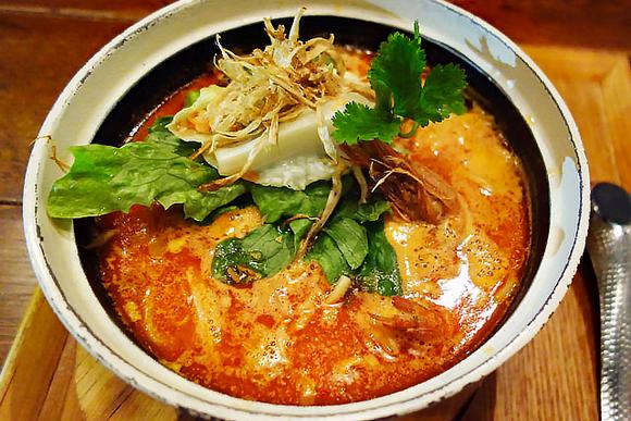 うま辛麺がおいしいランチ 新潟発の名店「三宝亭」