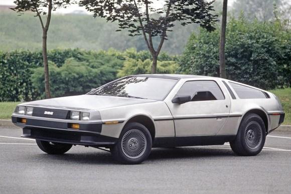 未来に戻れるあの車の記憶 世界の名車「デロリアン」
