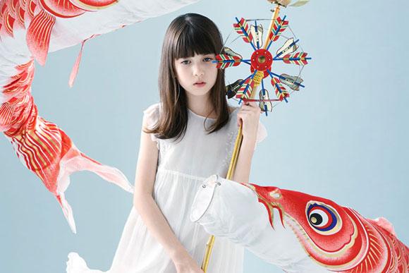 世界の変革を少女に託した写真展 美島菊名「HOPE」