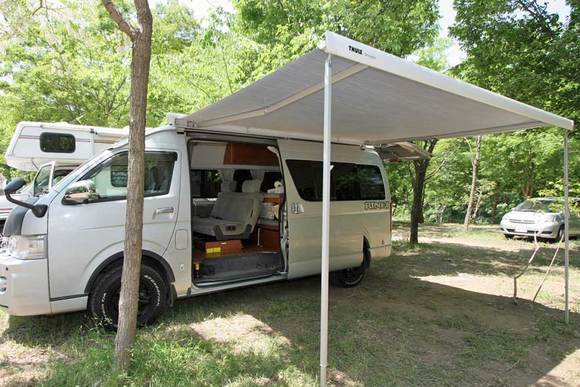 オーニングの使い方を解説 連載・キャンプ車で行こう