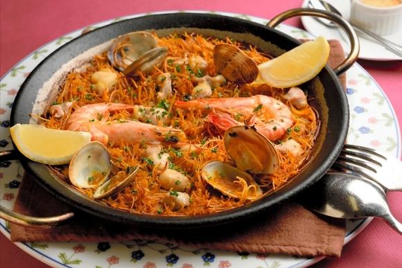 「ああ、スペインの味だ!」/エビや魚のうまみが凝縮