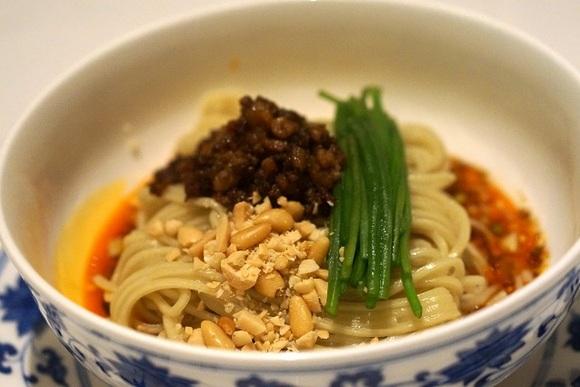 しびれと辛みとうまみ……「汁なし担々麺」の魅惑の世界