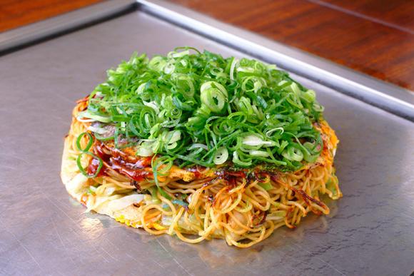 麺入りのうまさに驚き! 坂本真綾、理想のお好み焼き