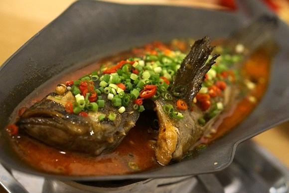 湖南料理店「香辣里」 酸味と辛さの襲来に放心状態