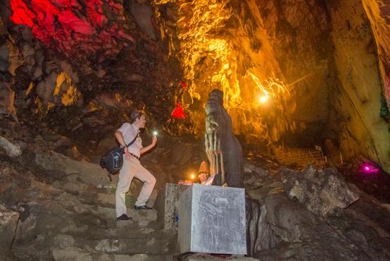 タイ寺の洞窟を目指す、ちょっとディープなベトナム旅
