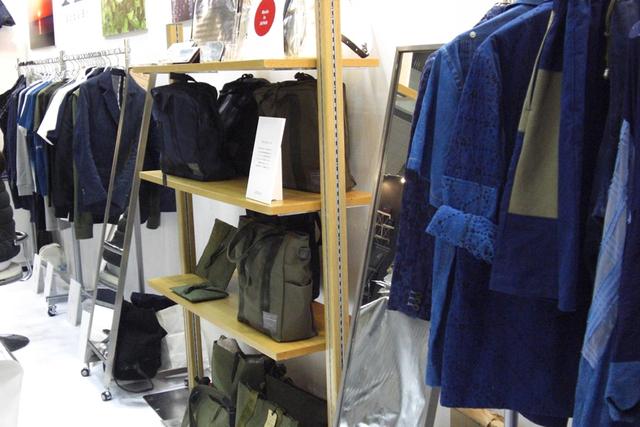 「服作りは農作業から」琉球藍に取り組むデザイナー