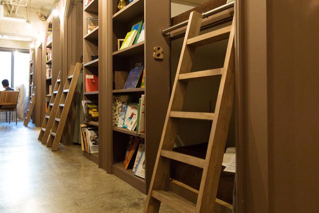 本に囲まれて眠れる銀座の「秘密基地」