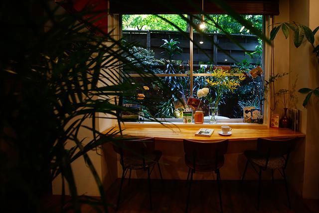 「本と植物の共存」を目指す小さな店