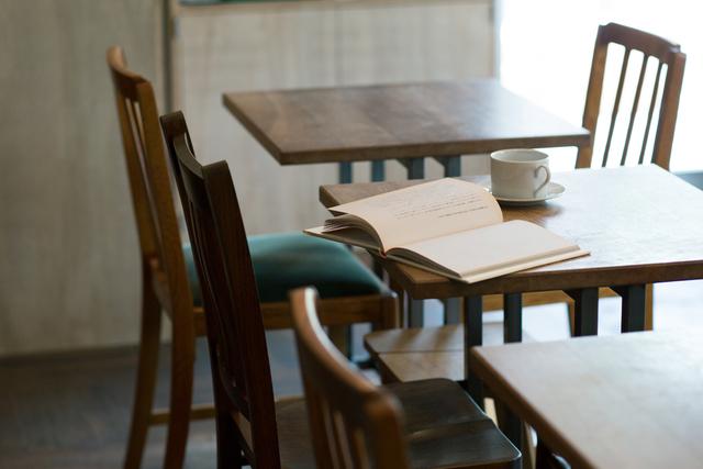 コーヒーと本で地元に憩いのひとときを