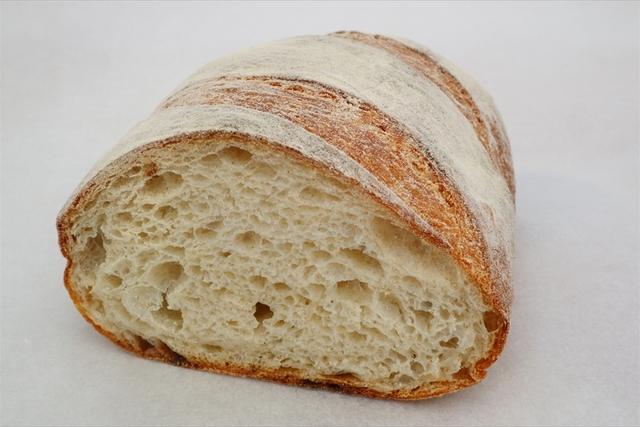 小麦を駆使し、製法を探求して生まれる「羽根布団パン」