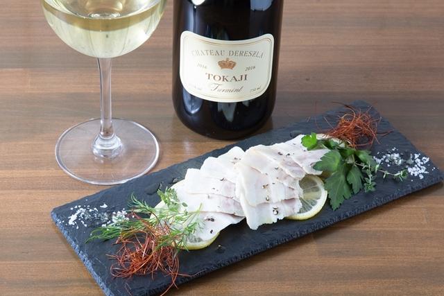 ラム肉&ワイン好きが集うバル