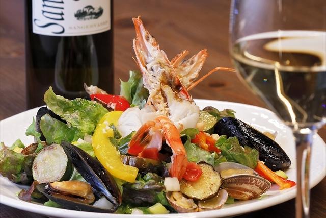 繊細な味わいの料理をイタリアワインとともに