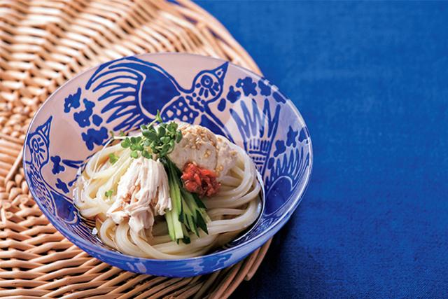 梅風味のフムスを麺に絡めて食べる、蒸し鶏の梅うどん