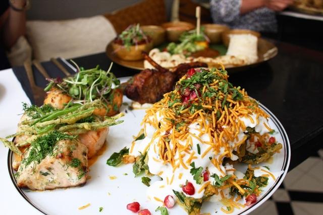 見た目も味も豪華。迫力のインド料理