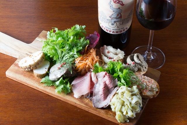 たっぷり前菜とビステッカ【盛り合わせがスゴいバル】