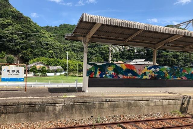 アートが無人駅舎に人を呼ぶ「紀の国トレイナート」