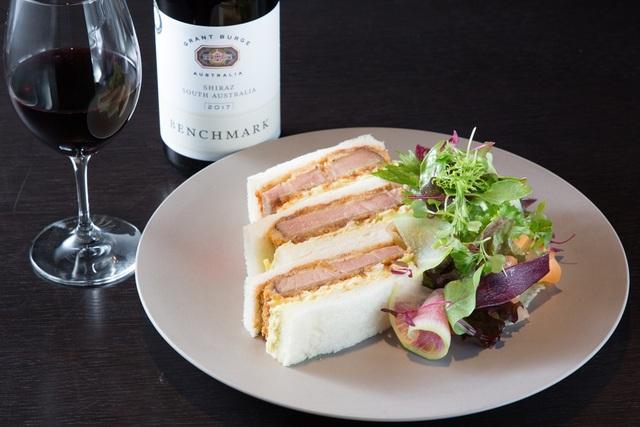 日本ワインの魅力を世界へ【ホテルのラウンジ&バー】