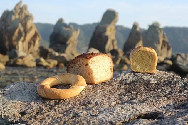 絶景「橋杭岩」を見ながら食べる本州最南端のパン