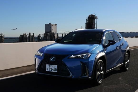 サイズ感と軽快さが好印象 レクサスUXに日本で試乗