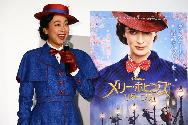 浅田真央がメリー・ポピンズ姿でリンクに登場