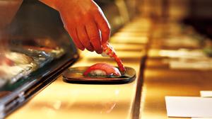 肩ひじ張らない銀座の寿司店で自分も楽しむおもてなし