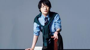 ラウンド型の眼鏡で変身する真剣な男。俳優・神木隆之介