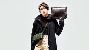 町田啓太と新しい時代の顔となるモードなバッグ