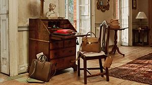 適度な素材のハリ感と光沢、色彩が美しいスマイソンの鞄