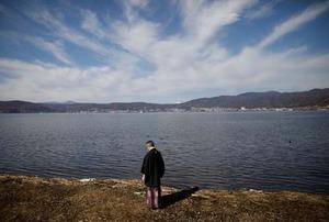 温暖化を追う:薄氷の「御神渡り」 暖冬に揺らぐ諏訪湖の神秘 ...