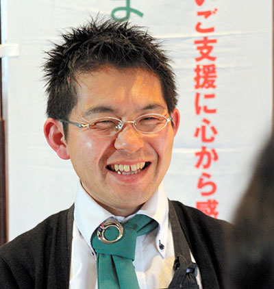セミナーで参加者と話す藤田浩志さん