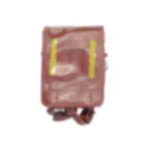 赤いランドセル/背面に反射シールがはられ、ふたを開けると、水に浸った跡がある