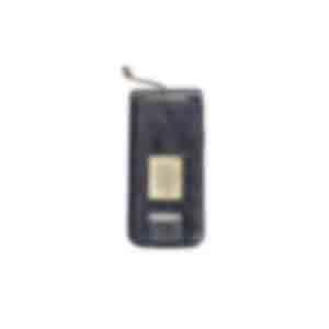携帯電話/ドコモの折りたたみ式で、金属部分はさび付いていた