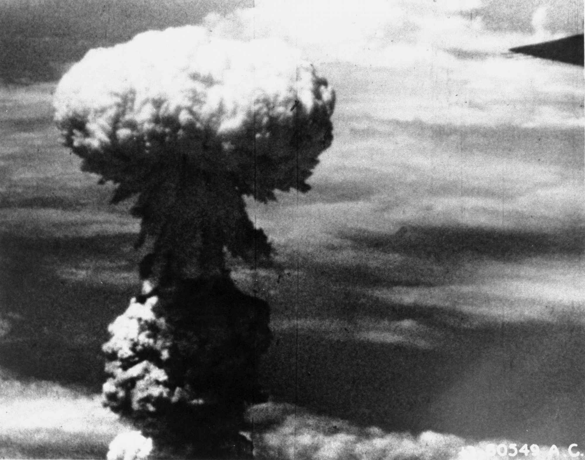 長崎原爆が爆発した瞬間。連続写真=1945年8月9日、米軍撮影(13/64 ...