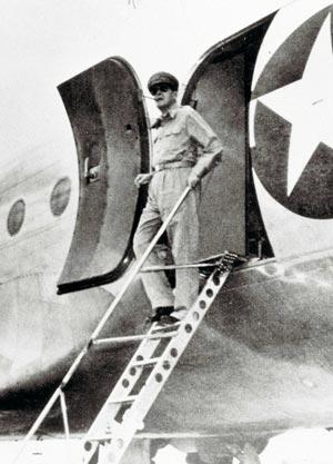 45年8月30日 マッカーサー元帥が到着