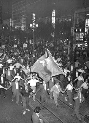 60年6月 新日米安保、自然承認前にデモ