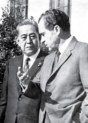 69年11月 日米首脳会談、71年沖縄返還